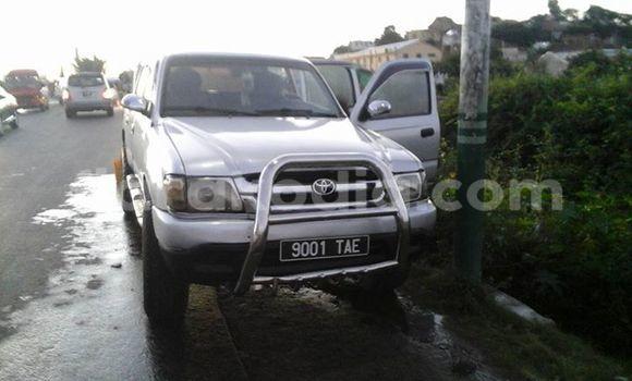 Acheter Voiture Toyota Hilux Blanc à Antananarivo en Analamanga