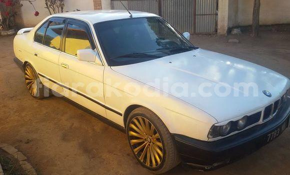 Acheter Voiture BMW 5-Series Blanc à Antananarivo en Analamanga