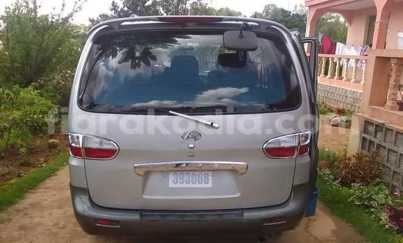 Acheter Voiture Hyundai Grand Starex Gris à Antananarivo en Analamanga